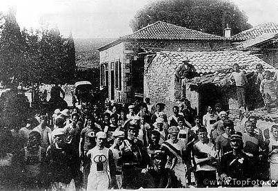 Σπάνια ιστορική φωτογραφία από την εκκίνηση του πρώτου Ολυμπιακού Μαραθώνιου το 1896. Από τη σελιδα του Νίκου Μουρατίδη