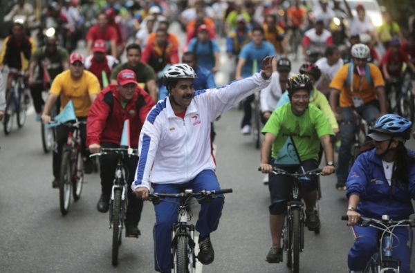 maduro-waves-to-the-crowd-as-he-and-his-fellow-riders-take-a-spin-around-the-center-of-caracas